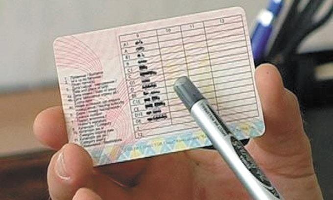 Більше дев'ятисот водіїв відновили в сервісних центрах МВС Херсонщини свої посвідчення
